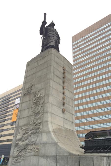 李舜臣将軍像のアップ