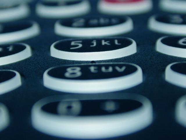 長期で海外旅行へ行く場合、携帯電話ってどうするの?